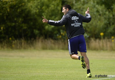 Mitrovic: son père retarde le transfert, son frère visite Newcastle