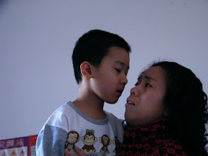 Photo: baby son, warrenzh, 朱楚甲 with his mom, emakingir after baby in his new clothes.