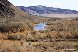 Photo: Обмелевшая река Ховд, вдоль которой идет пыльная и тряская дорога.