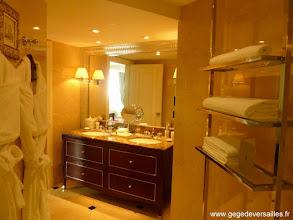 Photo: #012-La salle de bains du Sofitel Legend Métropole à Hanoï