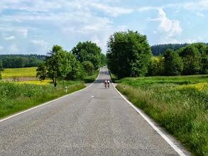 Photo: Ein ständiges Auf und Ab in schöner Landschaft. Das Böhmische Stufengebirge macht seinem Namen Ehre.