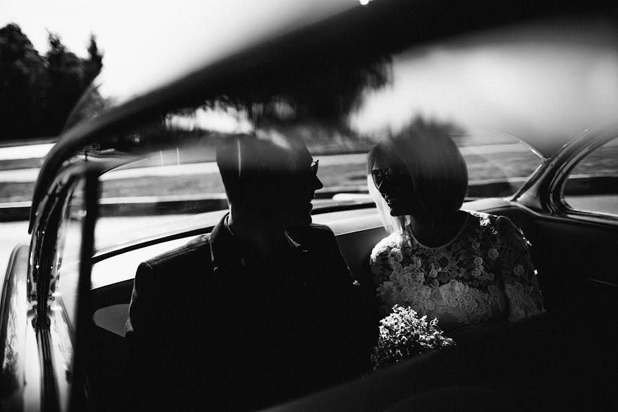 Wedding photographer Vasiliy Tikhomirov (BoraBora). Photo of 15.02.2015