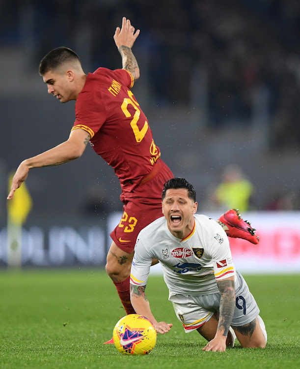 Lecce's Gianluca Lapadula in action with AS Roma's Gianluca Mancini