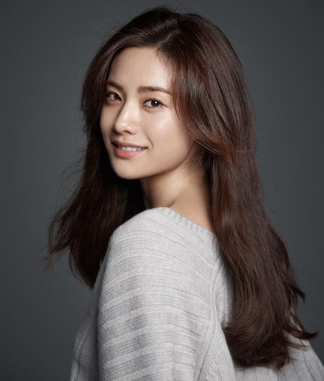 Nana-Im_Jin-A-p1