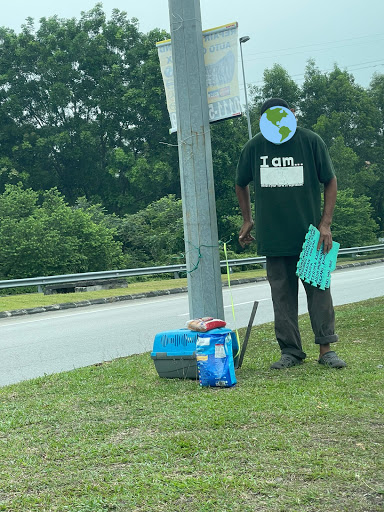 M'sians Rally Together To Help Homeless Uncle Who Lives In A Car With His Cats