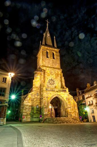 L'église Sainte-Libaire de nuit
