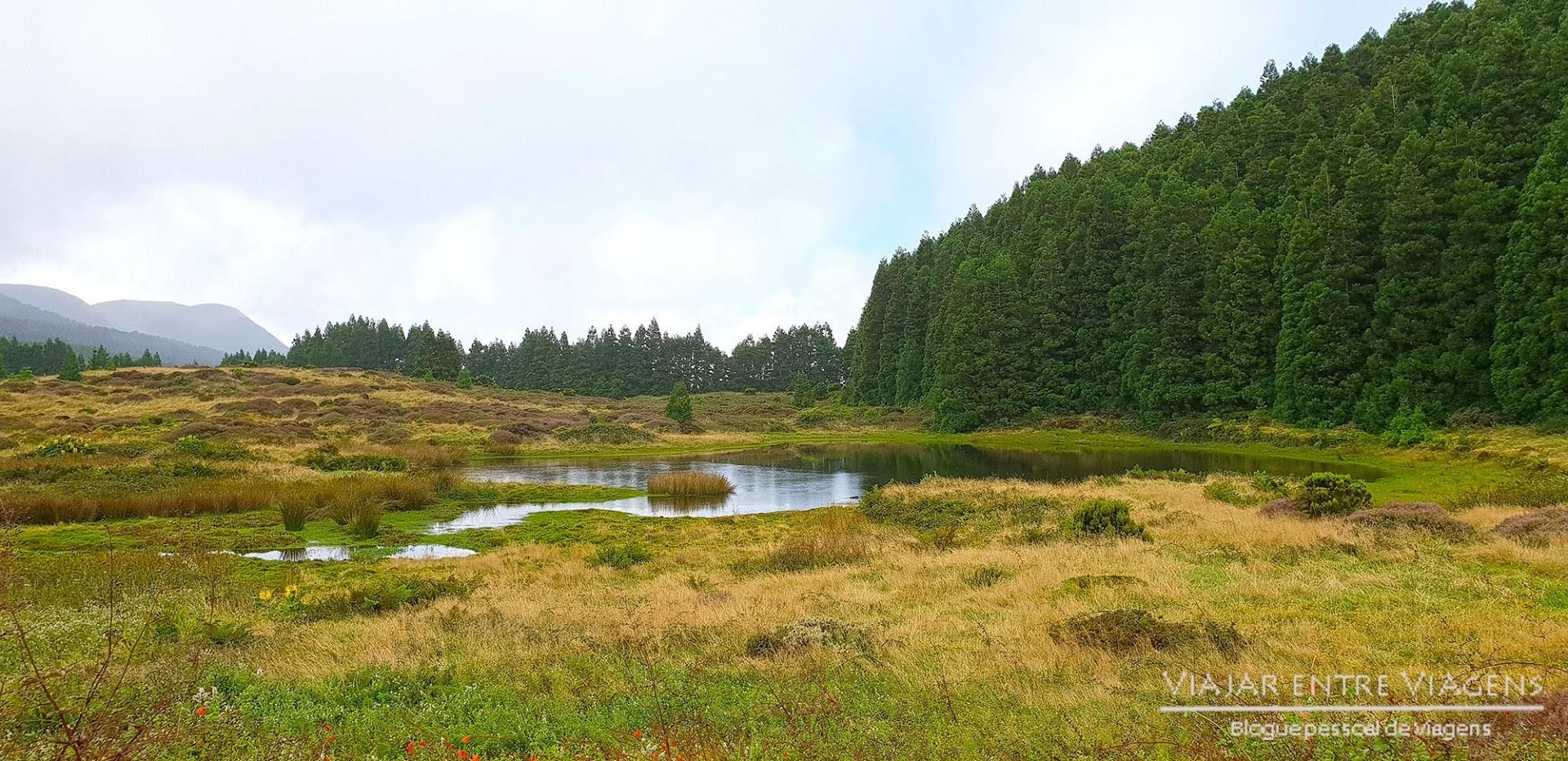 Fazer o percurso pedestre dos Mistérios Negros, na ilha Terceira