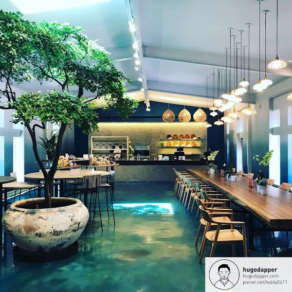 微熱山丘 SunnyHills 南投三合院門市 陽光烘熟的美點 年銷量超過2000萬顆的鳳梨酥 超美室內空間 鳳梨田及三合院 烏龍茶