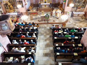 Photo: Um 14:30 ist dann die Marienandacht, hier von der Orgelempore gesehen.