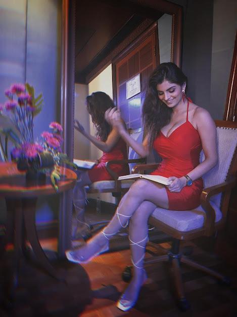 Anveshi Jain feet, Anveshi Jain in red dress, Anveshi Jain gandi baat