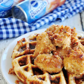 FRIED CHICKEN WAFFLES WITH BACON.