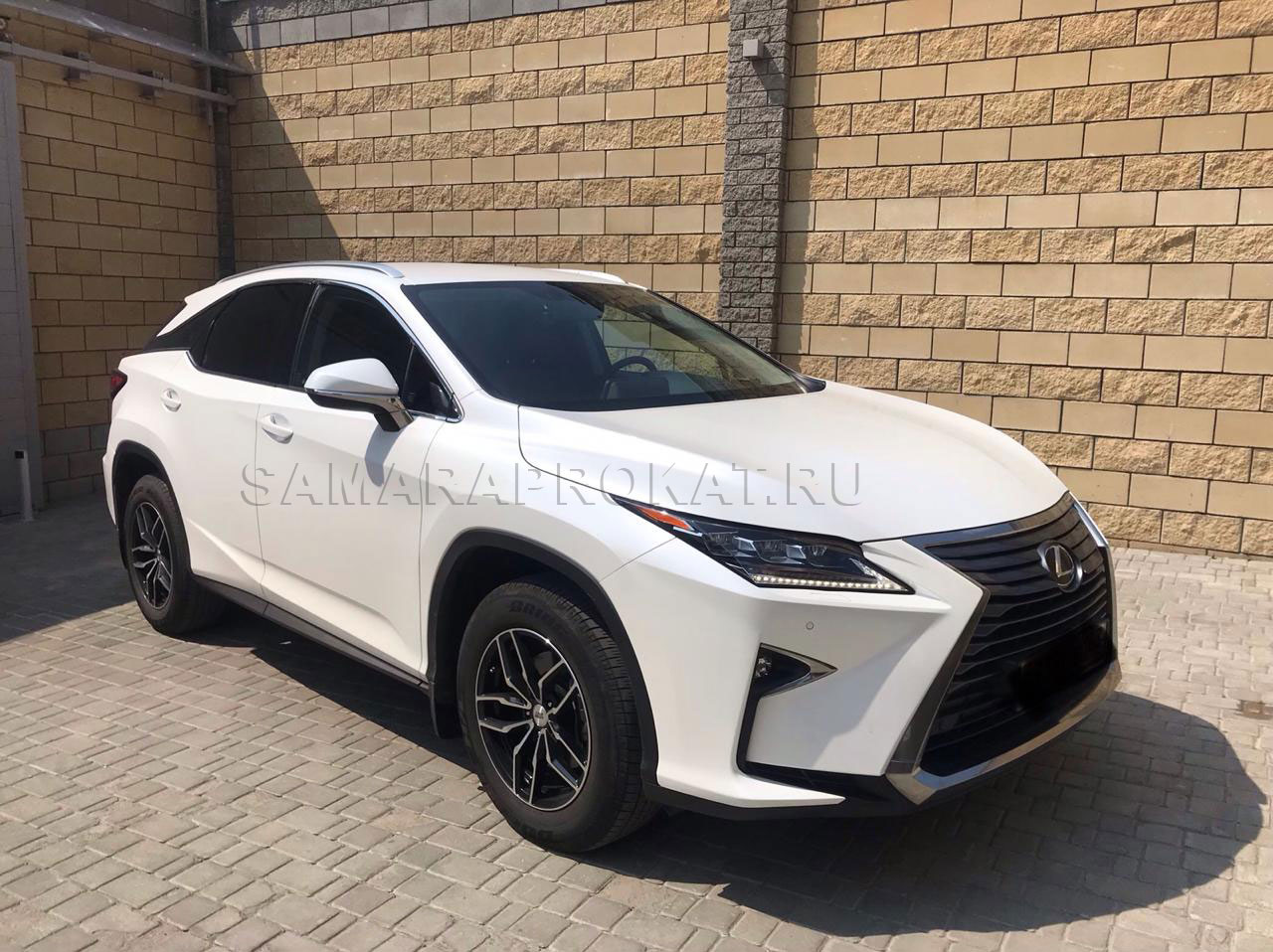 Lexus RX 2018 белого цвета в Самаре