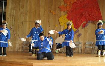 Photo: Eskimoların soğuk ve uzun kış geceleri danslarıymış.