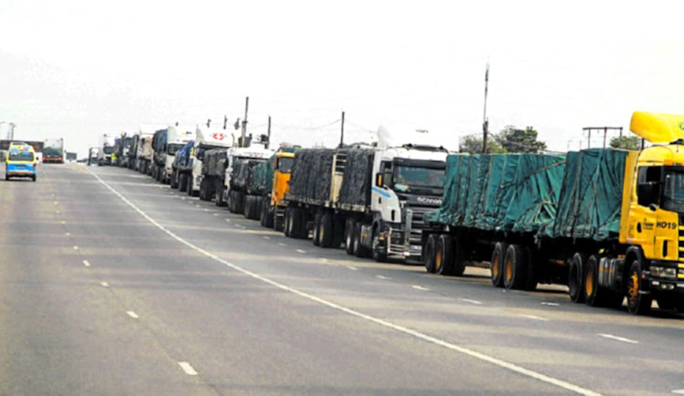 Truck drivers waited for days at the border between SA and Zimbabwe.