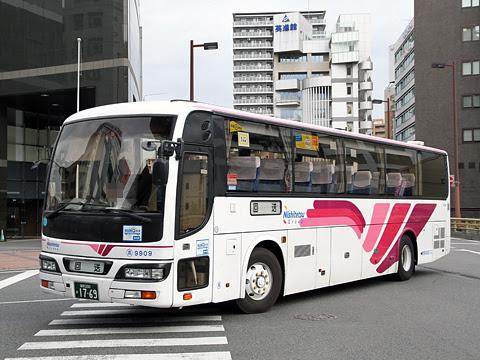西鉄高速バス「フェニックス号」 9909 福岡天神にて