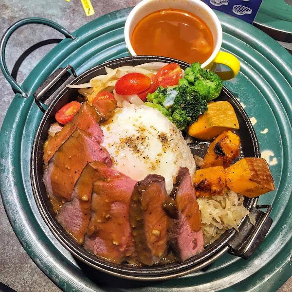 台北信義|王品集團旗下新品牌|CooK BEEF!酷必五星級牛排飯|時尚平價牛排飯