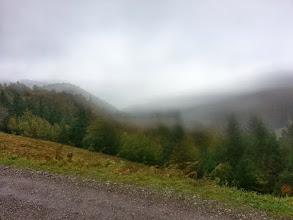 Photo: Vue magnifique en haut du col : si la photo semble floue, c'est la faute au vent !