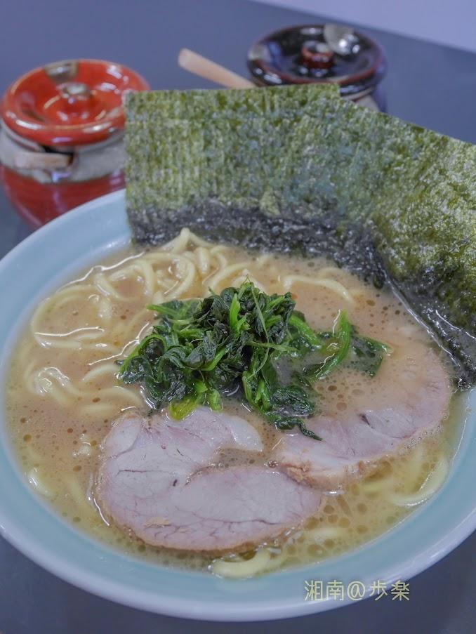 スープ自体は流行の濃さとは無縁でサラリとしている