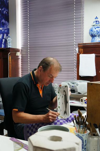 Master Delft ceramic painter at work (2014)