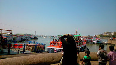 Photo: Boats heading to the Elephanta Island. At the Gateway of India, Mumbai.  20th April updated (日本語はこちら) - http://jp.asksiddhi.in/daily_detail.php?id=517