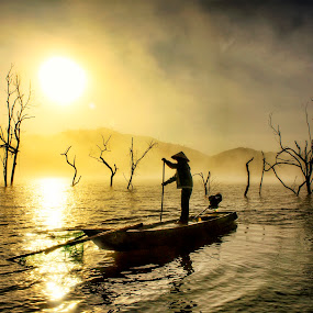 Fisherman's by Kenji Le - People Street & Candids ( water, pwcsilhouettemotion-dq, fog, sunrise, fishing, boat )