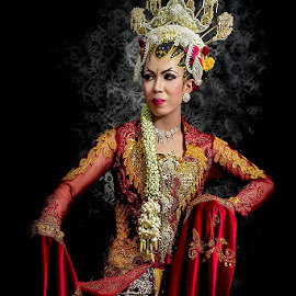 bride in red by Cholil MA - Wedding Bride ( #wedding #bride #java #gown #traditional )