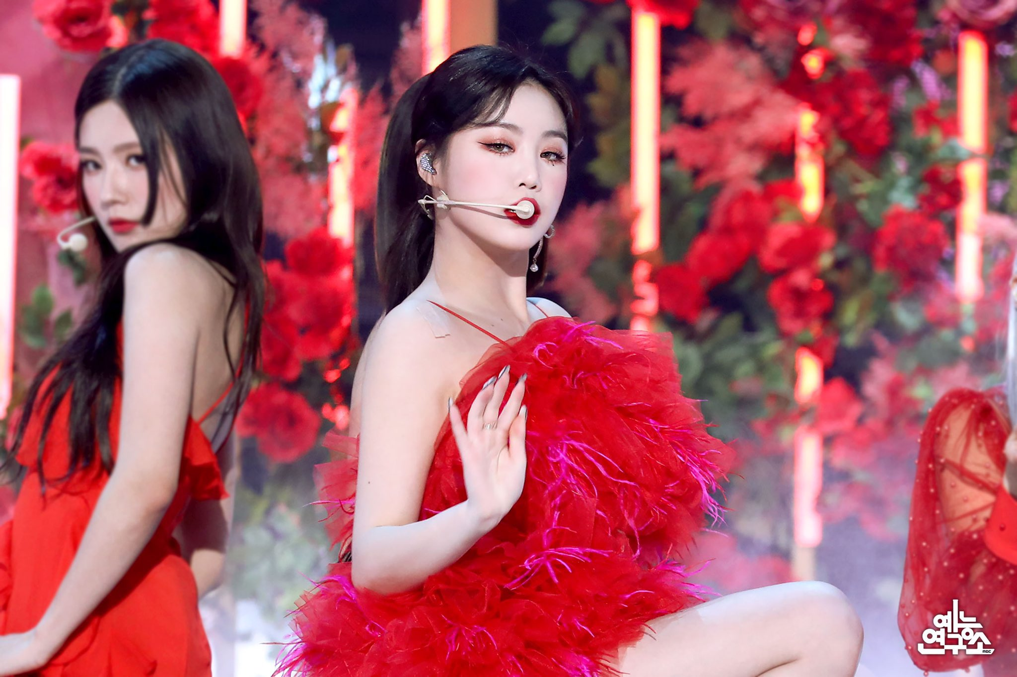 soojin red dress live