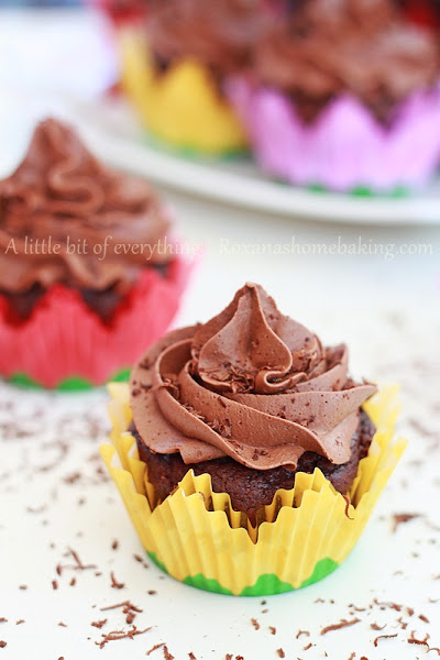 Photo: http://www.roxanashomebaking.com/chocolate-cupcakes-with-chocolate-frosting-recipe/