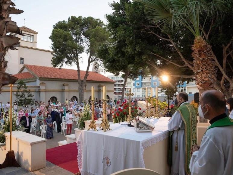 Multitudinaria misa en los jardines de la Casa de la Espiritualidad.