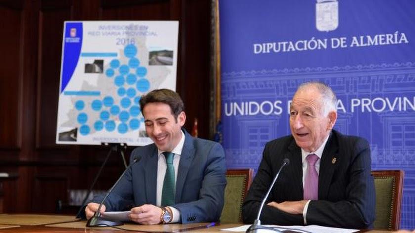 Liria y Amat,  durante la presentación ayer del Plan Viario, con la que se estrenó el nuevo diputado de Fomento.