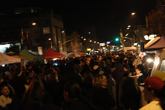 Photo: The crowd got really big later in the evening (around 10pm)
