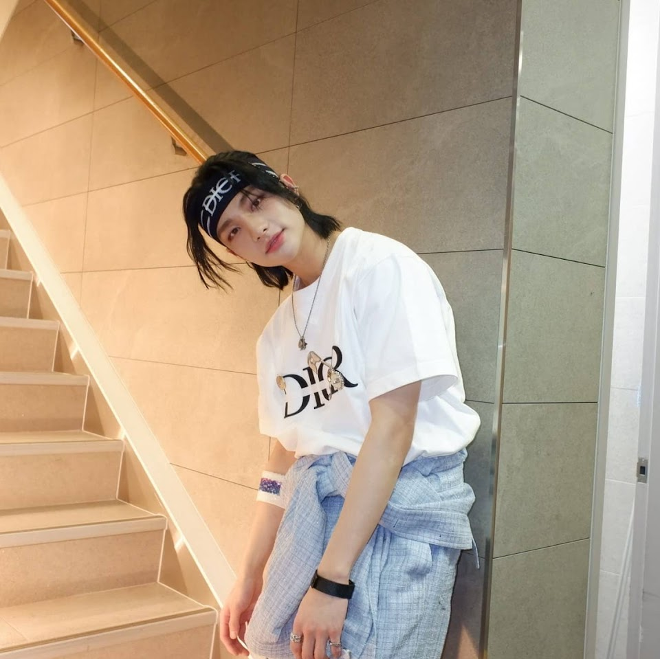 stray kids hyunjin long black hair realstraykids ig