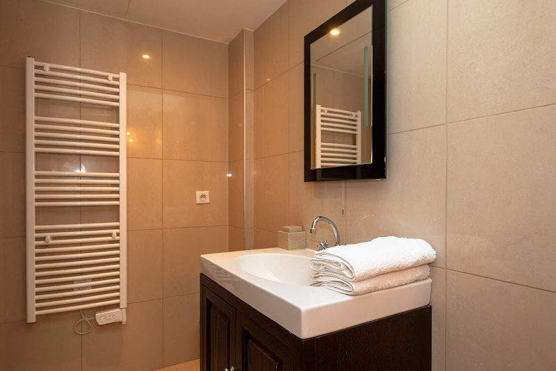 washroom at trocadero serviced apartment