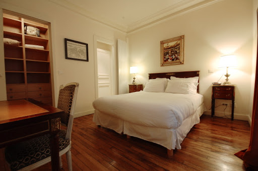 Cosy bed at Rue Jean du Bellay Apartments