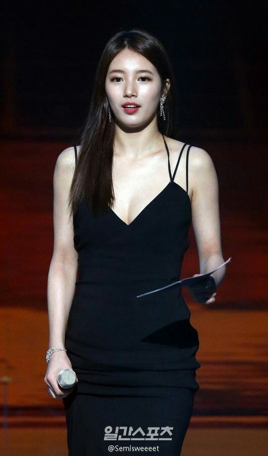 suzy gown 27