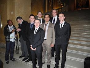 Photo: Les étudiants de L3 de l'Université de Poitiers Romain BEUZEVAL, Christophe RONEZ, Yohan MILLIN, Jérémie AUBINEAU avec Yves JEAN le Président de l'Université de Poitiers, Michel DIAMENT Directeur de l'INSU du CNRS et le Pr Abderrazak EL ALBANI.