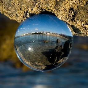 Olha a bola by Adriano Freire - Artistic Objects Glass ( water, praia, bola, glass, milfontes, vidro )