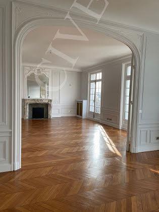 Location appartement 8 pièces 402 m2
