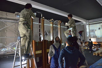 Photo: Feb. 3, 2014 (Photo: Rokuto Nonoshita)  William Kentridge, The Refusal of Time, 2012. A collaboration with Philip Miller, Catherine Meyburgh, and Peter Galison. Installation in progress in the auditorium of the former Rissei Elementary School for Parasophia: Kyoto International Festival of Contemporary Culture 2015 Prelude [Exhibition] William Kentridge: The Refusal of Time, 2014. Photo by Rokuto Nonoshita, courtesy of the Kyoto International Festival of Contemporary Culture Organizing Committee.  ウィリアム・ケントリッジ《時間の抵抗》2012 コラボレーション:フィリップ・ミラー、キャサリン・マイバーグ、ピーター・ギャリソン 「PARASOPHIA: 京都国際現代芸術祭2015 プレイベント[作品展示]ウィリアム・ケントリッジ《時間の抵抗》」(2014)展示作業の様子 撮影:野々下禄斗 提供:京都国際現代芸術祭組織委員会