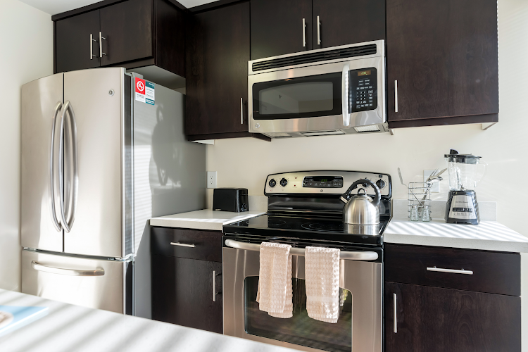 Fully equipped kitchen at Global Luxury Suites at Howard Street