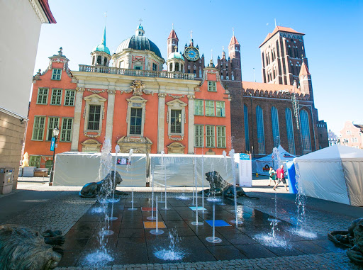 Old-Gdansk-fountain.jpg - A fountain that's a popular tourist attraction in Old Gdansk, Poland.