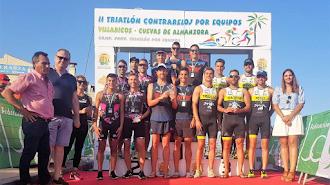 El podio de Villaricos con los campeones.