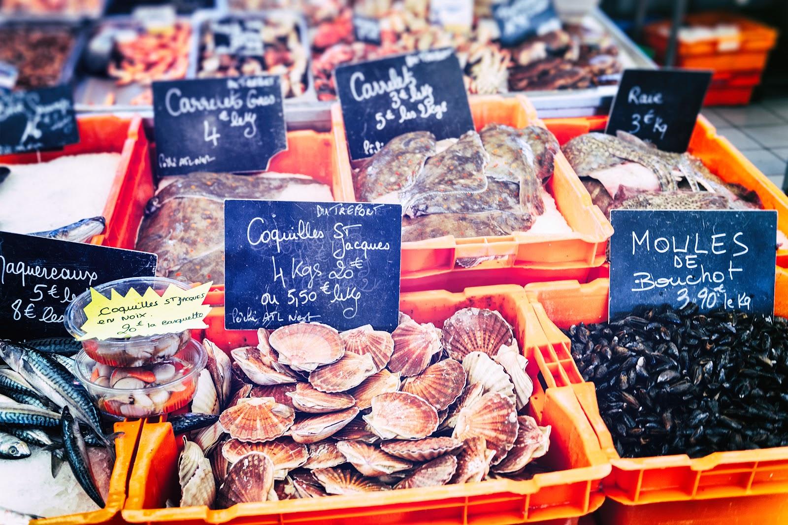 Frische Krebstiere auf dem Markt