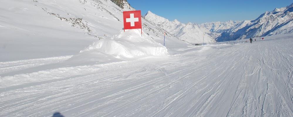Croce bianca sulla neve di MORENO ANTOGNOLI