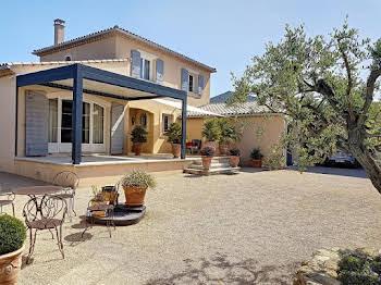 Villa 6 pièces 243 m2