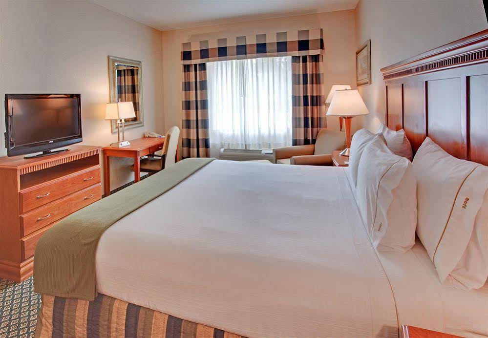 Holiday Inn Express and Suites Rancho Cucamonga