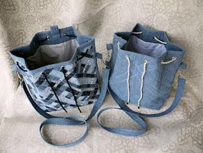 Photo: На подклад опять сняла рубашки с сына :) удобно, и карманы пришивать не надо :) Верх обработан ц/кроенной обтачкой. 12 люверсов.