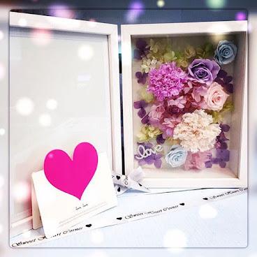 ❤️母親節康乃馨相架系列❤️(最後一個)送給您的她一份獨一無二的禮物🌹訂製需時約3-7個工作天❤️由鮮花而製的保鮮花,不需要陽光照射,不需要澆水,就能保存達三年。 歡迎Whatapps 查詢有關詳情Tel:67417898。❤️#不凋花 #小王子 #結婚禮物 #sweetheartcorner #giftforher #婚禮 #hkiger #hkflower #保鮮花 #hkflowershop #生日 #紀念日 #母親節 #送禮 #康乃馨 #小禮物 #生日禮物 #花 #音樂盒  #謝師禮物  #presentflowers #彩虹玫瑰 #相架 #禮物 #handmade #玫瑰花 #hkigshop #hkgirl#永生花