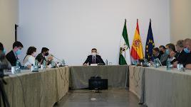 Juanma Moreno preside el Consejo Asesor de Alertas de Salud Pública de Alto Impacto.