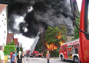 Photo: Wegen der starken Rauchentwicklung mussten mehrere Anwohner ihre Häuser verlassen